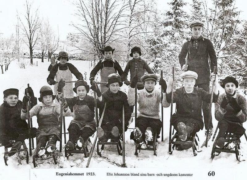 Elis Johansson med sina kälkåkare 1923.