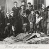 Vårsol på vävstugans trapp 1941.