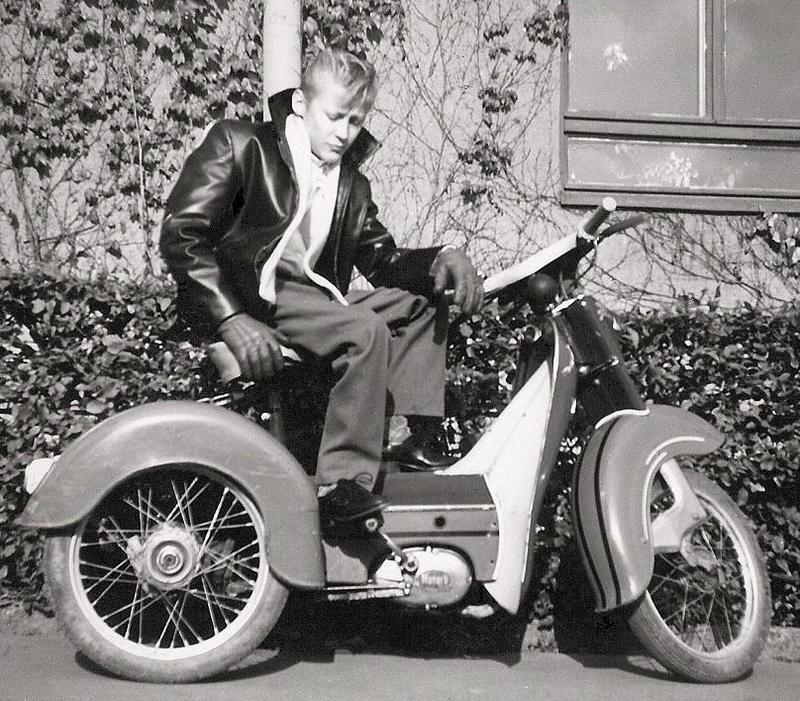 Rolf på sin moped 1960.