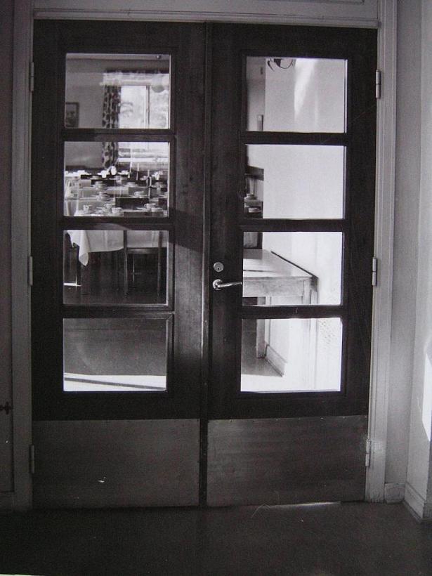 Dörrarna in till matsalen.