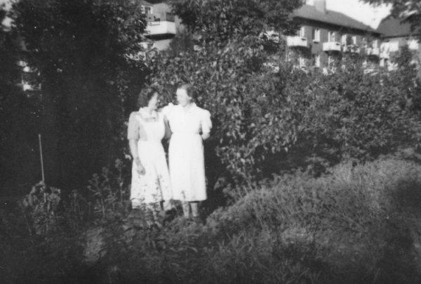 Birgit Olsson i serveringen omkring 1950