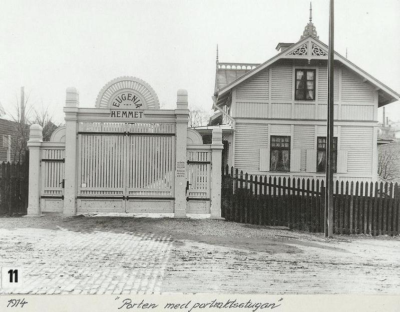 Porten med Portvaktsstugan 1914.