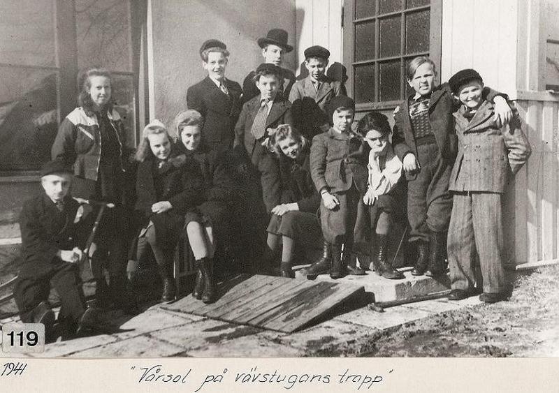 På Vävstugans trappa 1941.