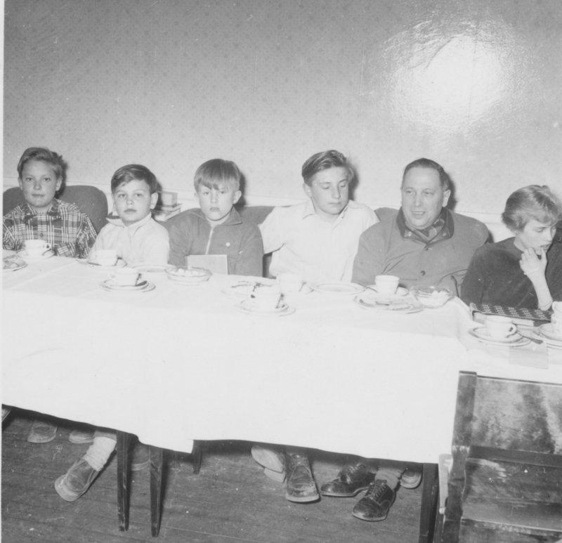 Kaffe med frimärksklubben 1954