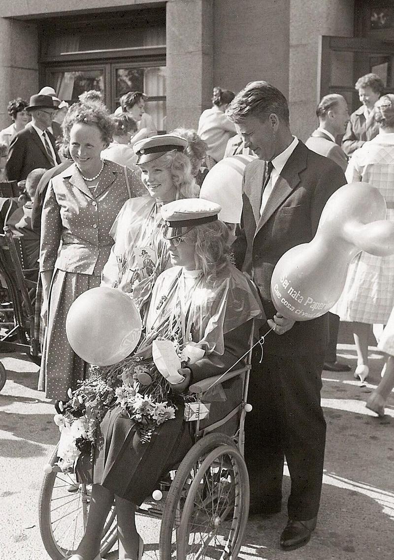 Gunnel och Inger, realexamen 1960.