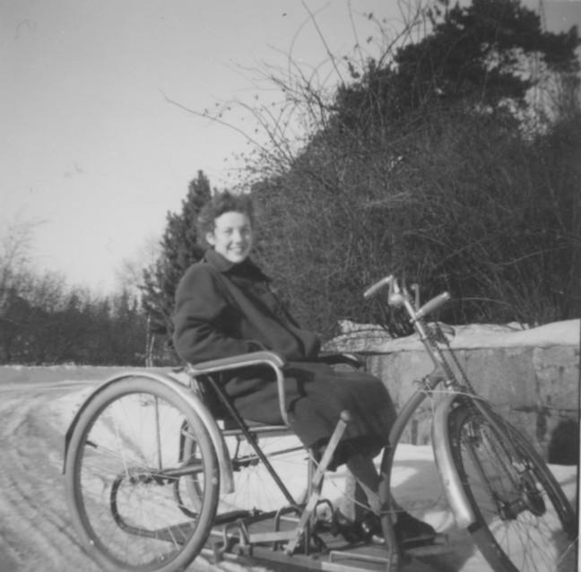 Kerstin Johansson på sin cykel.