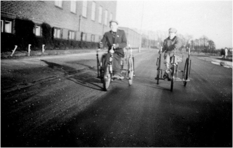 Lennart Larsson och Stig Svensson med cykelvagnar