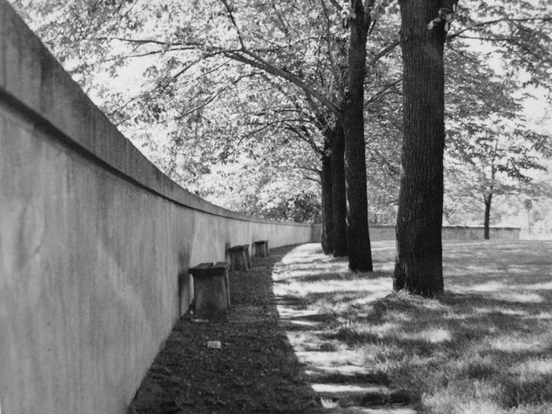 Muren framför Norrbacka.