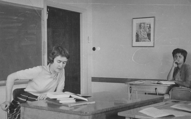 """Lärarinnan Åsbrink (även kallad """"Majsan"""") 1958."""