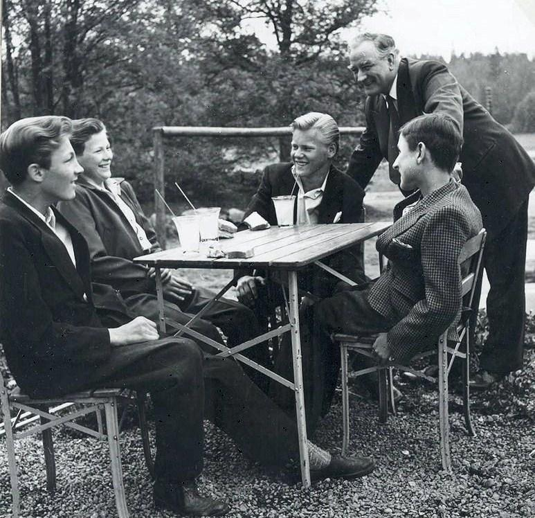 Elof Ahrle med elever.