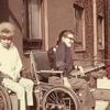 Carina och Björn njuter av vårsolen 1964.