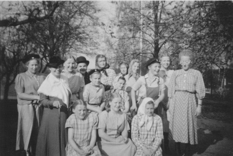 """""""Årsexamen i Ruskaby skola"""" omkring 1948"""